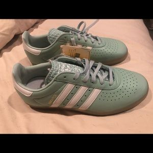 Women's Teal Adidas size 7